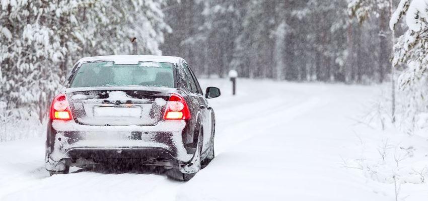 Як захистити свою машину від льоду та снігу